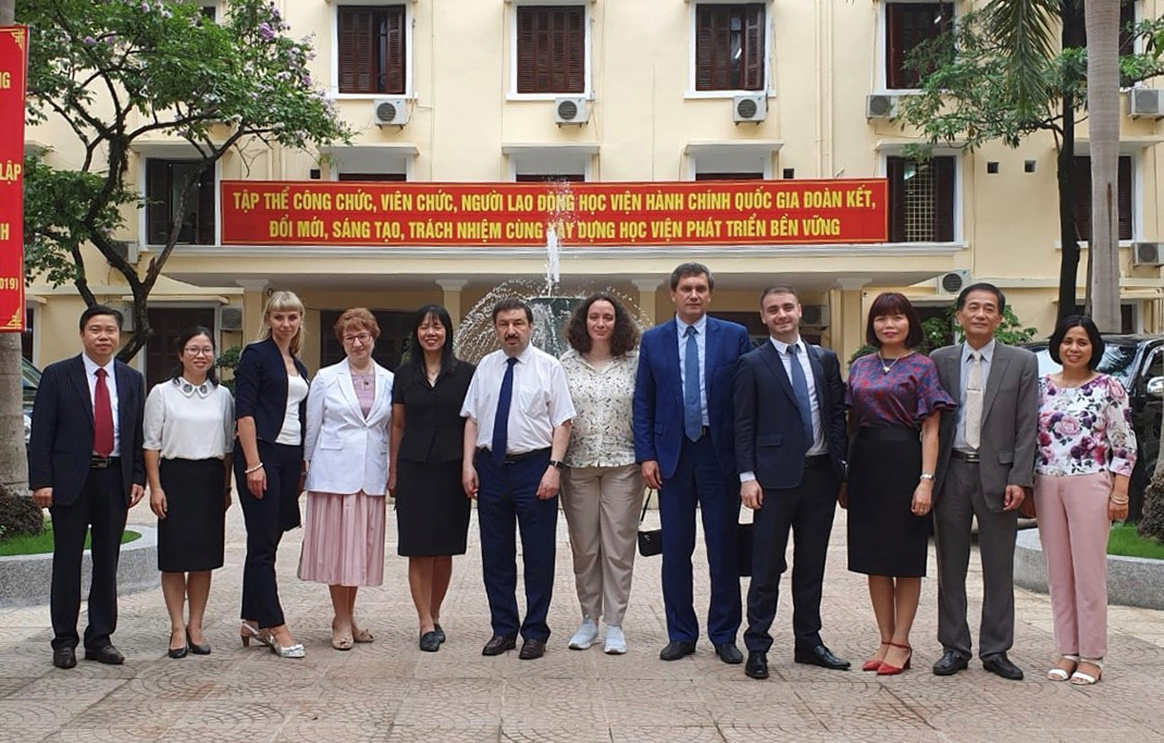 Russian delegation led by Rector Vladimir Mau visits Vietnam