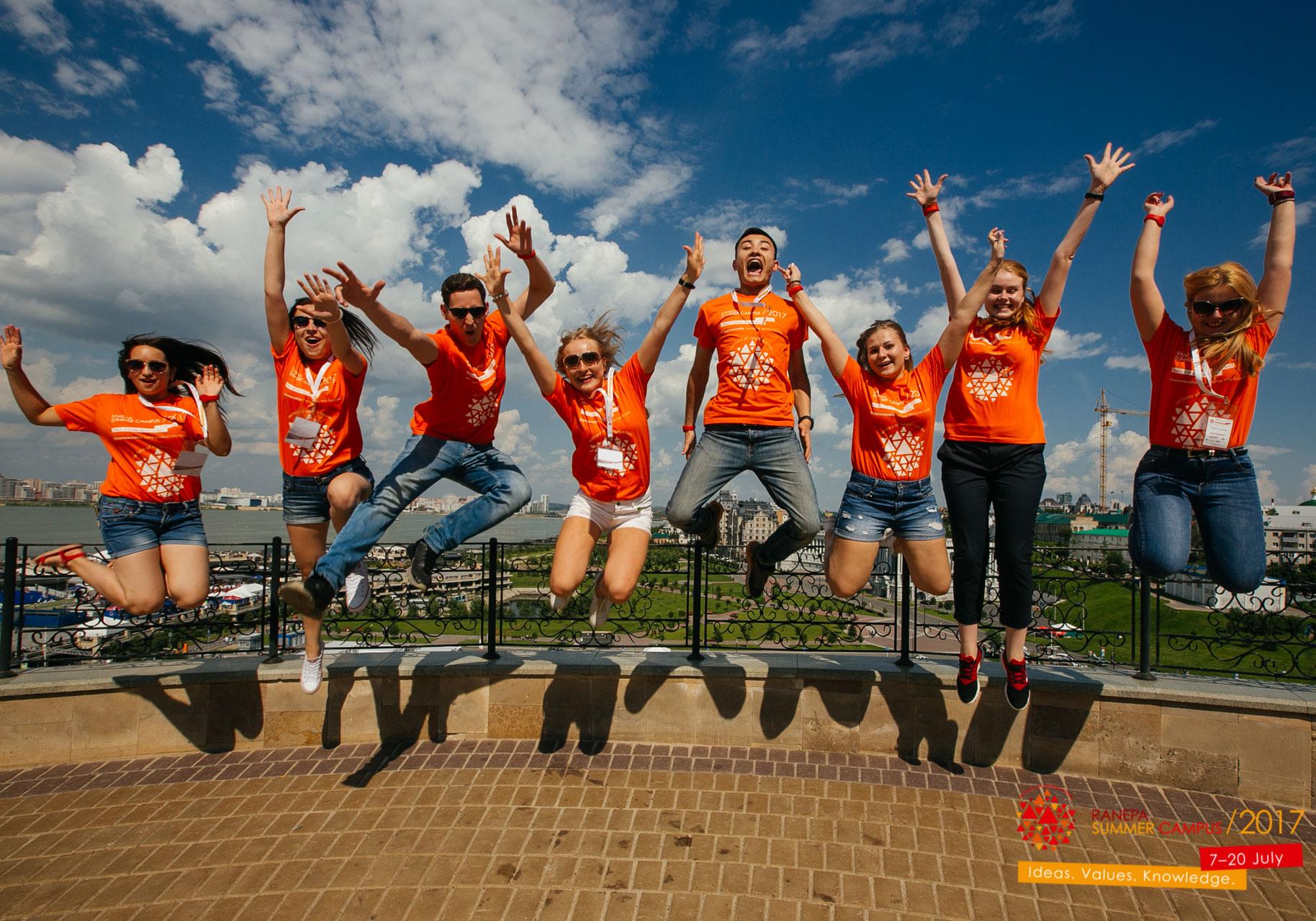Участники Летнего кампуса на экскурсии в Иннополисе, Казани и Свияжске