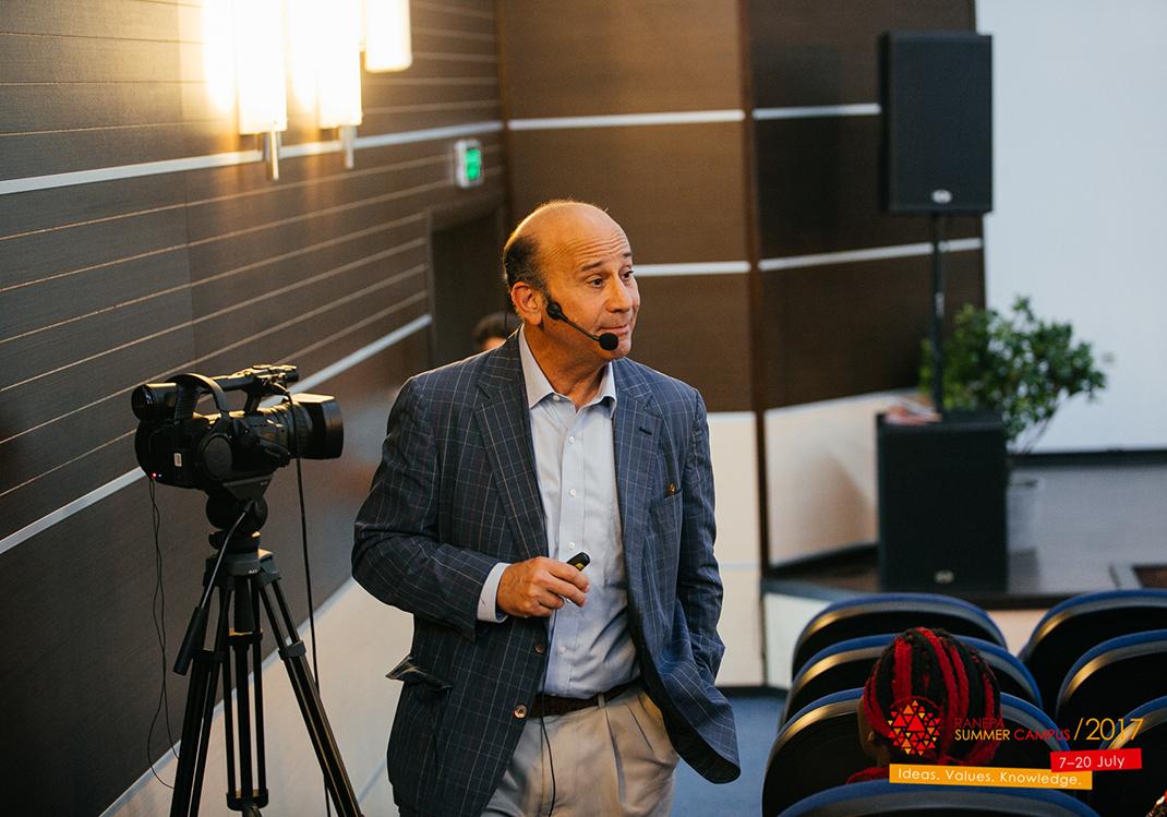 Тимоти Мескон рассказал о целях устойчивого развития в сфере бизнес-образования