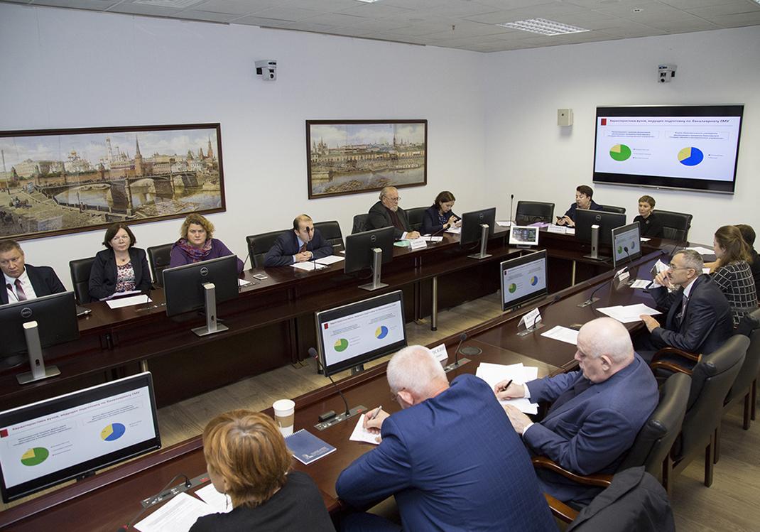 В Академии обсудили проблемы образования в сфере госуправления