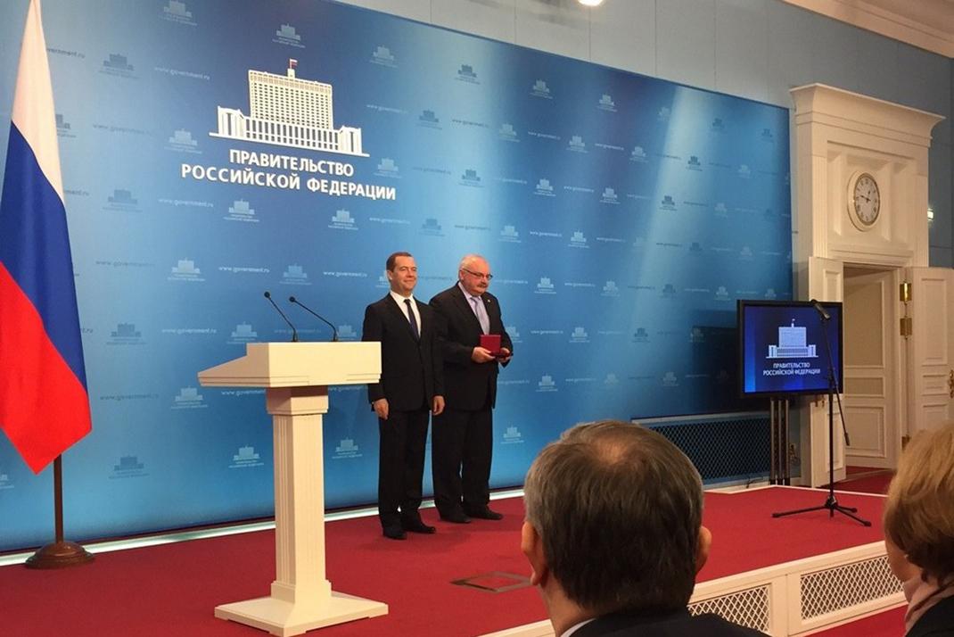 Дмитрий Медведев вручил государственную награду директору ВИУ РАНХиГС Игорю Тюменцеву