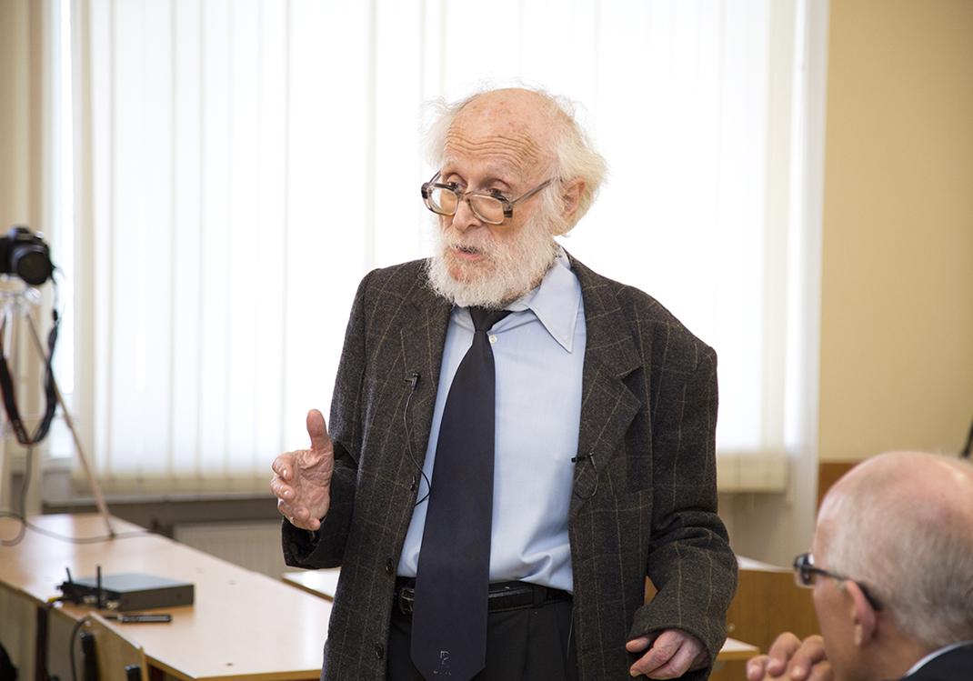 Академик РАН Револьд Энтов о проблемах теории экономического роста