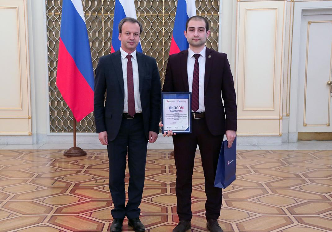 Аркадий Дворкович наградил студента ЮРИУ РАНХиГС за победу в конкурсе «Открытые данные»