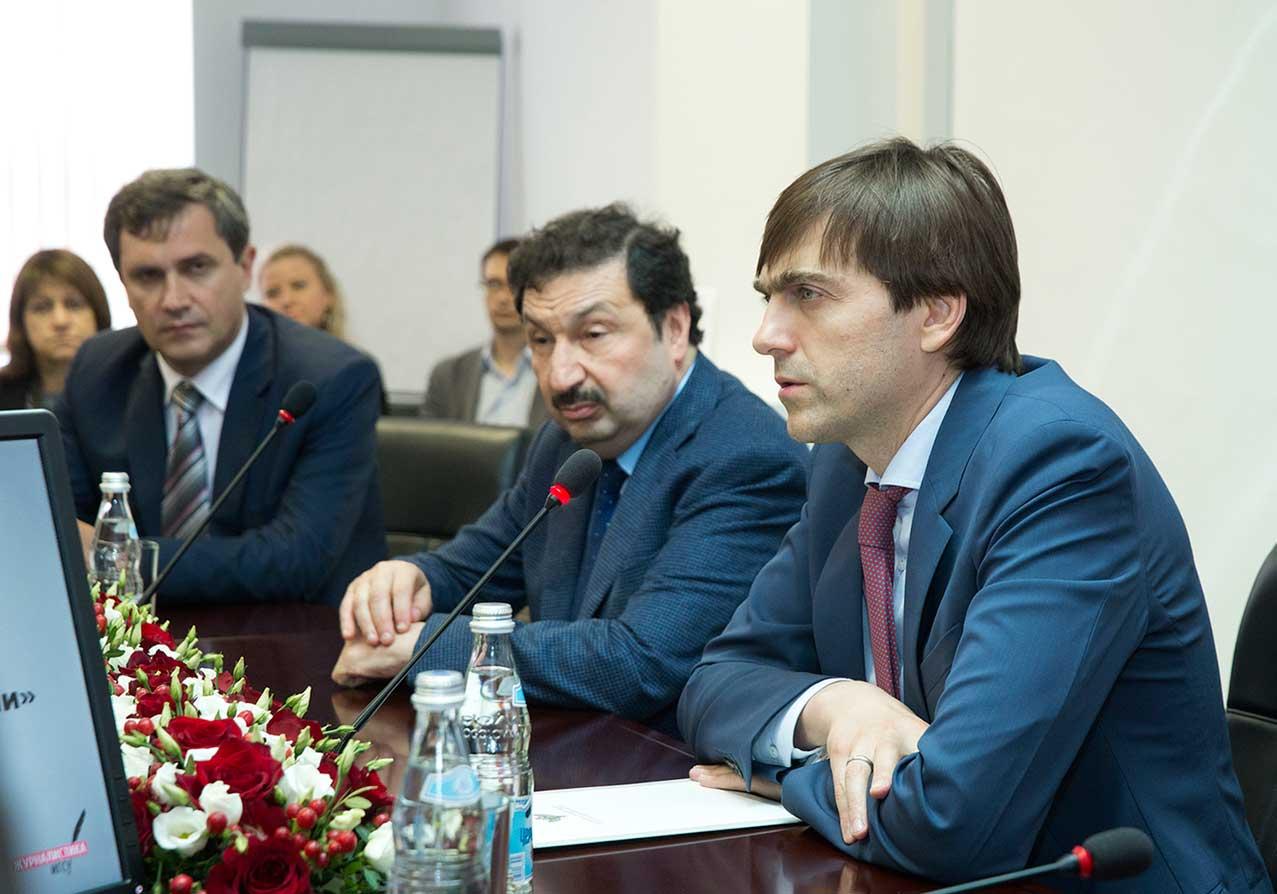 Сергей Кравцов вручил Академии лицензию на осуществление образовательной деятельности по программе магистратуры «Журналистика»