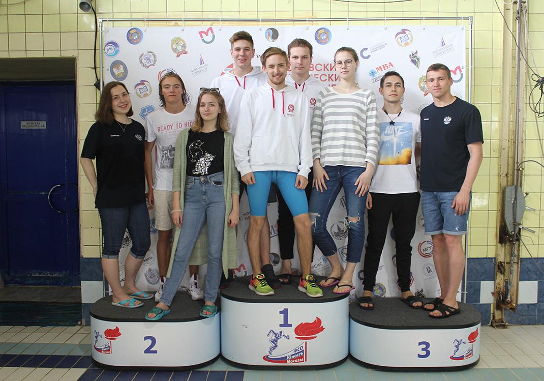 Сборная Академии завоевала 4 медали на соревнованиях по плаванию