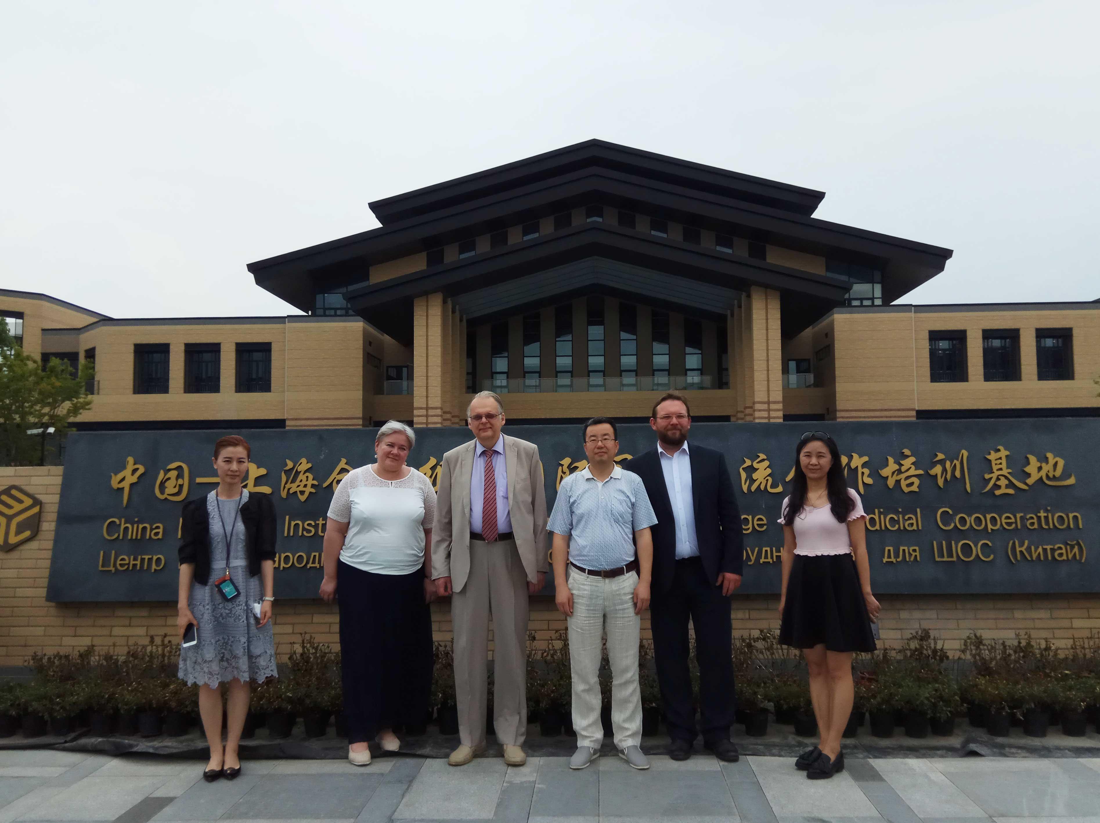 Академия развивает межународное сотрудничество с лучшими университетами и ведущими бизнес-школами