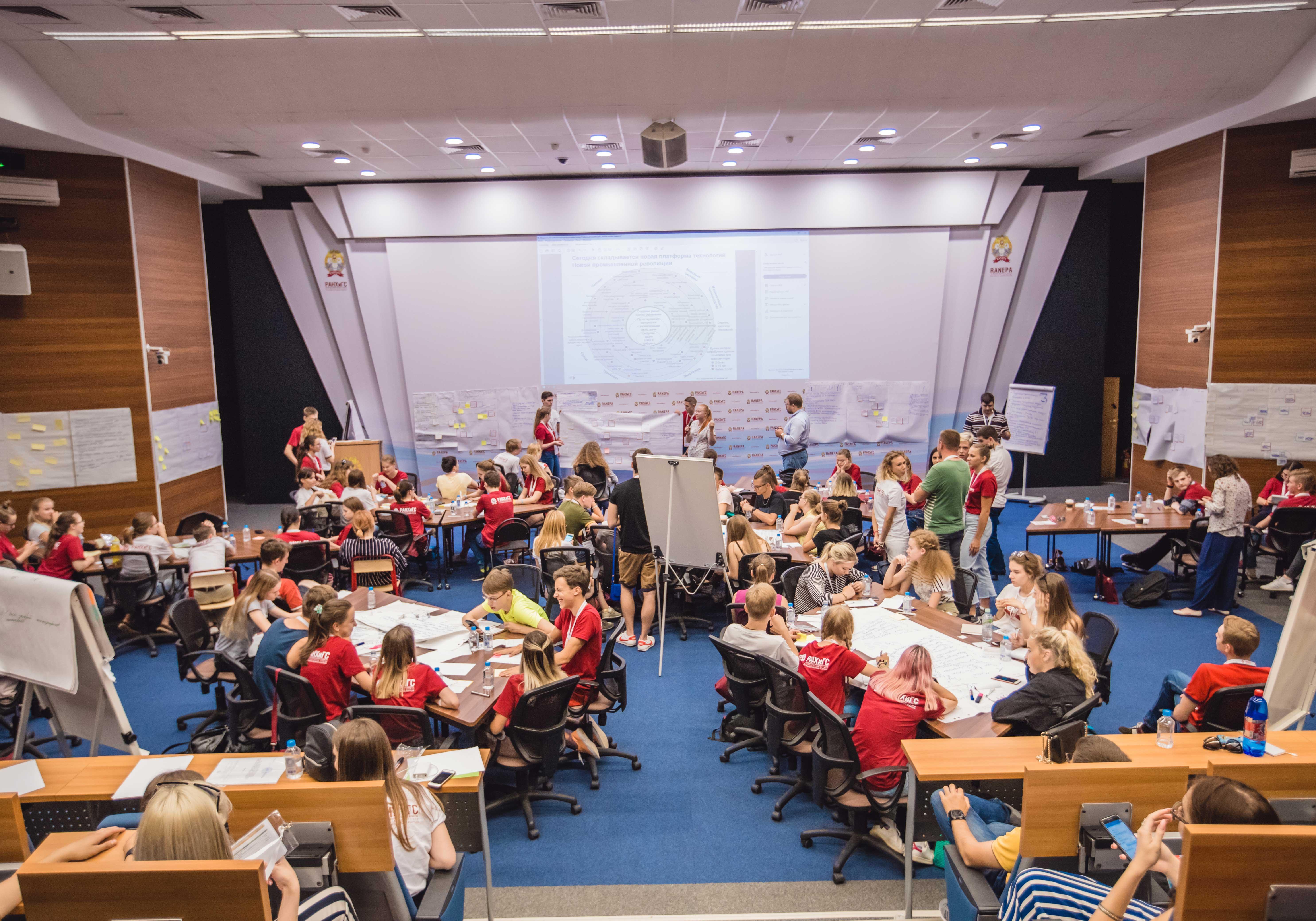 Центр интенсивной подготовки и профессиональной ориентации Президентской академии открыл программу для старшеклассников и учителей «Школьный проектный офис РАНХиГС»