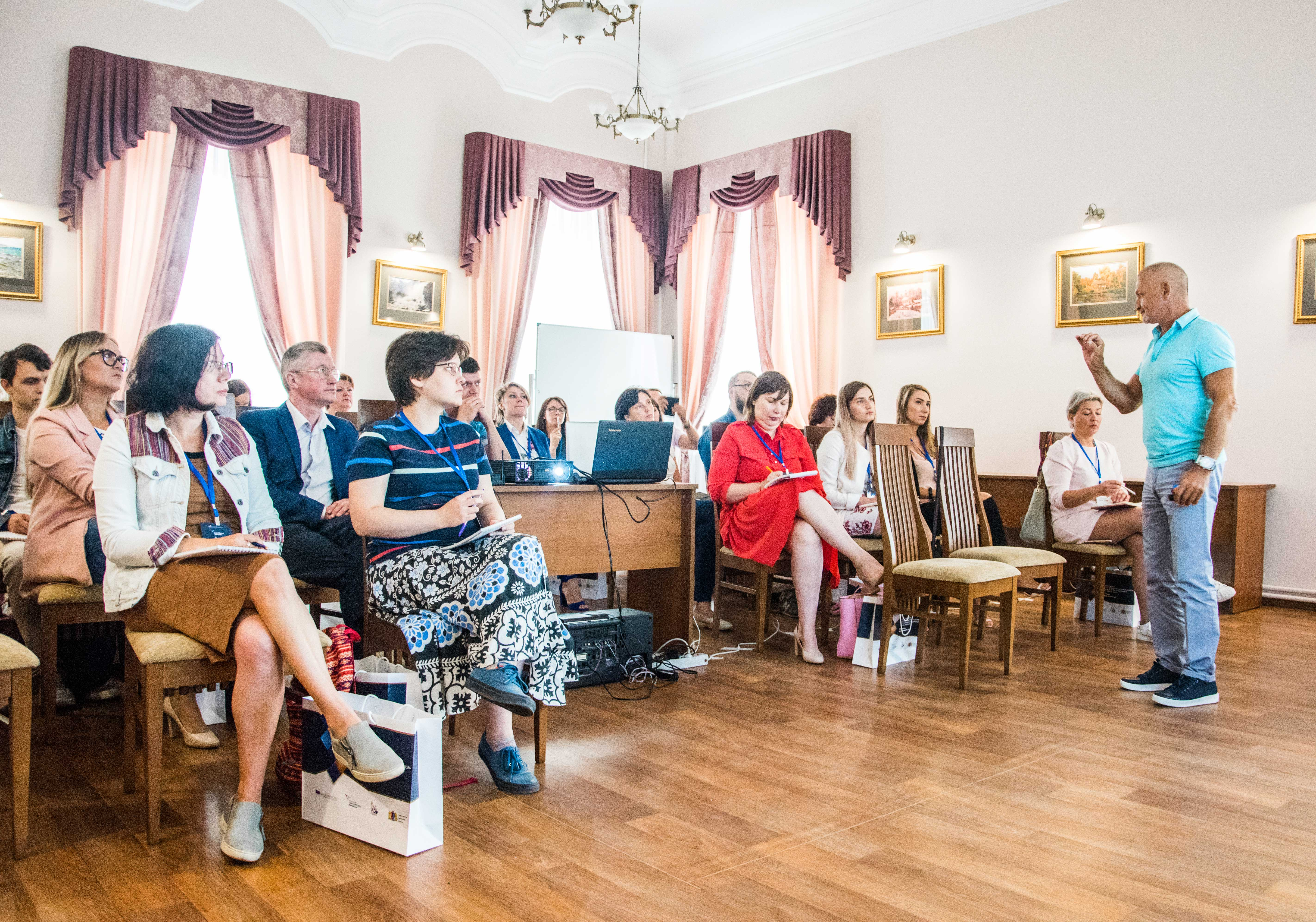 На базе Ивановского филиала РАНХиГС состоялся областной форум «Развитие территории – развитие бизнеса». Программа Форума включала кейс-конференцию, общественную приемную для предпринимателей, мастер-классы и круглые столы для предпринимателей и чиновников, а также пленарную сессию