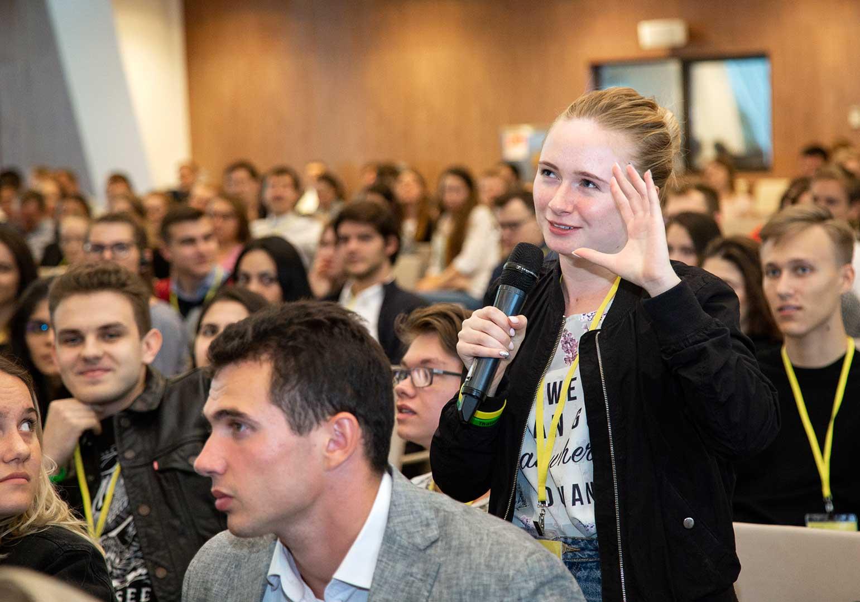14 сентября для студентов Президентской академии провели лекции известные нейробиологи Татьяна Черниговская и Венди Сузуки. Они выступили на совместной конференции «Newborn Generation» РАНХиГС и Сбербанка.