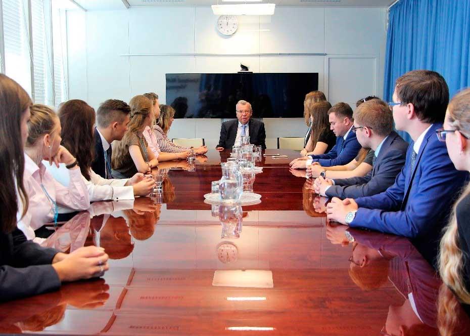 Студенты Института бизнеса и делового администрирования (ИБДА) Президентской академии успешно прошли стажировку в Австрии (Вена) по программе Eurasian Club System.