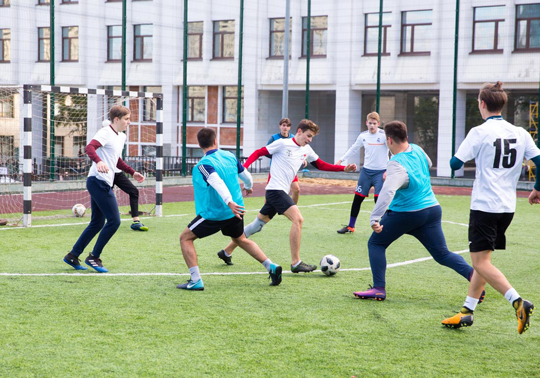 Если в футбол, то на международном уровне