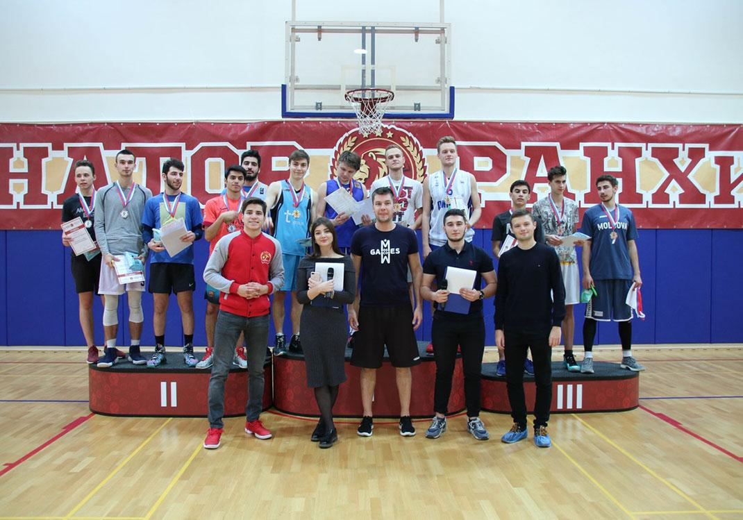 Институт ЭМИТ победил на соревнованиях по стритболу в РАНХиГС