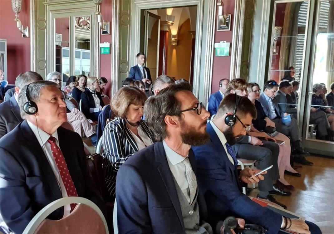 0На международной конференции во Франции обсудили сотрудничество в сферах науки и образования
