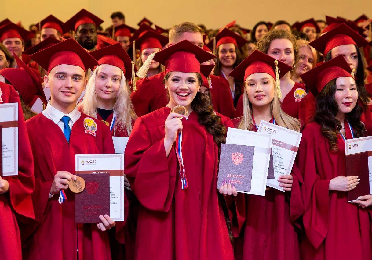 Церемония вручения дипломов с отличием выпускникам Президентской академии