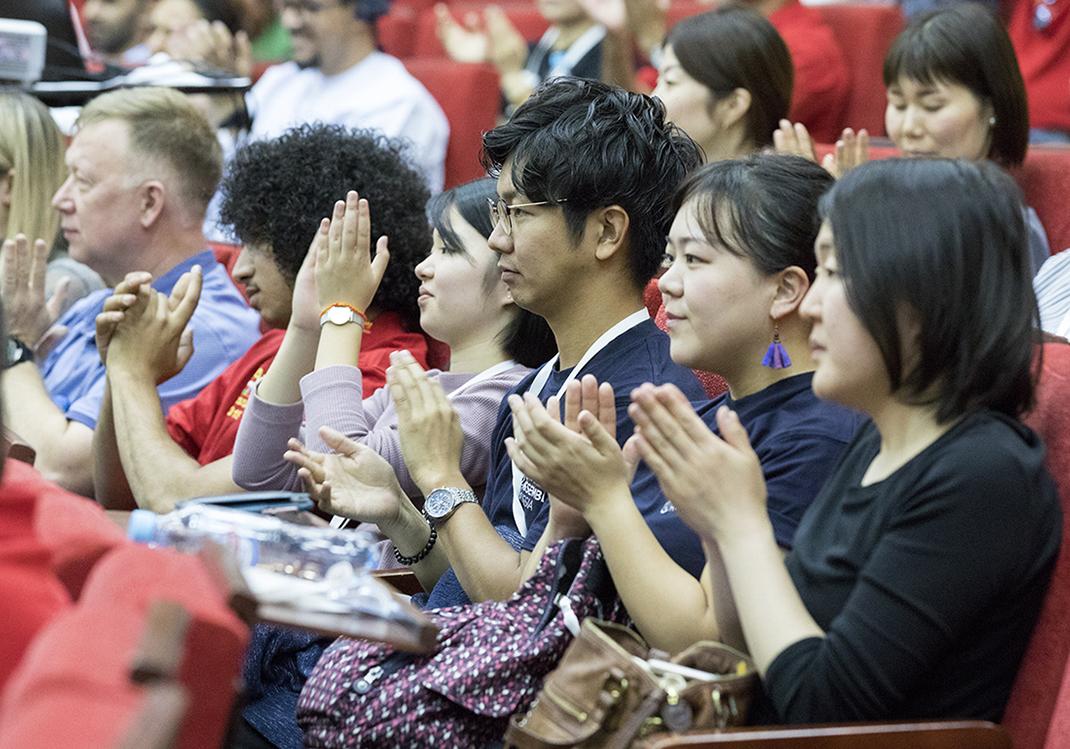 Владимир Мау приветствовал выпускников программы «Корабль молодежи мира»