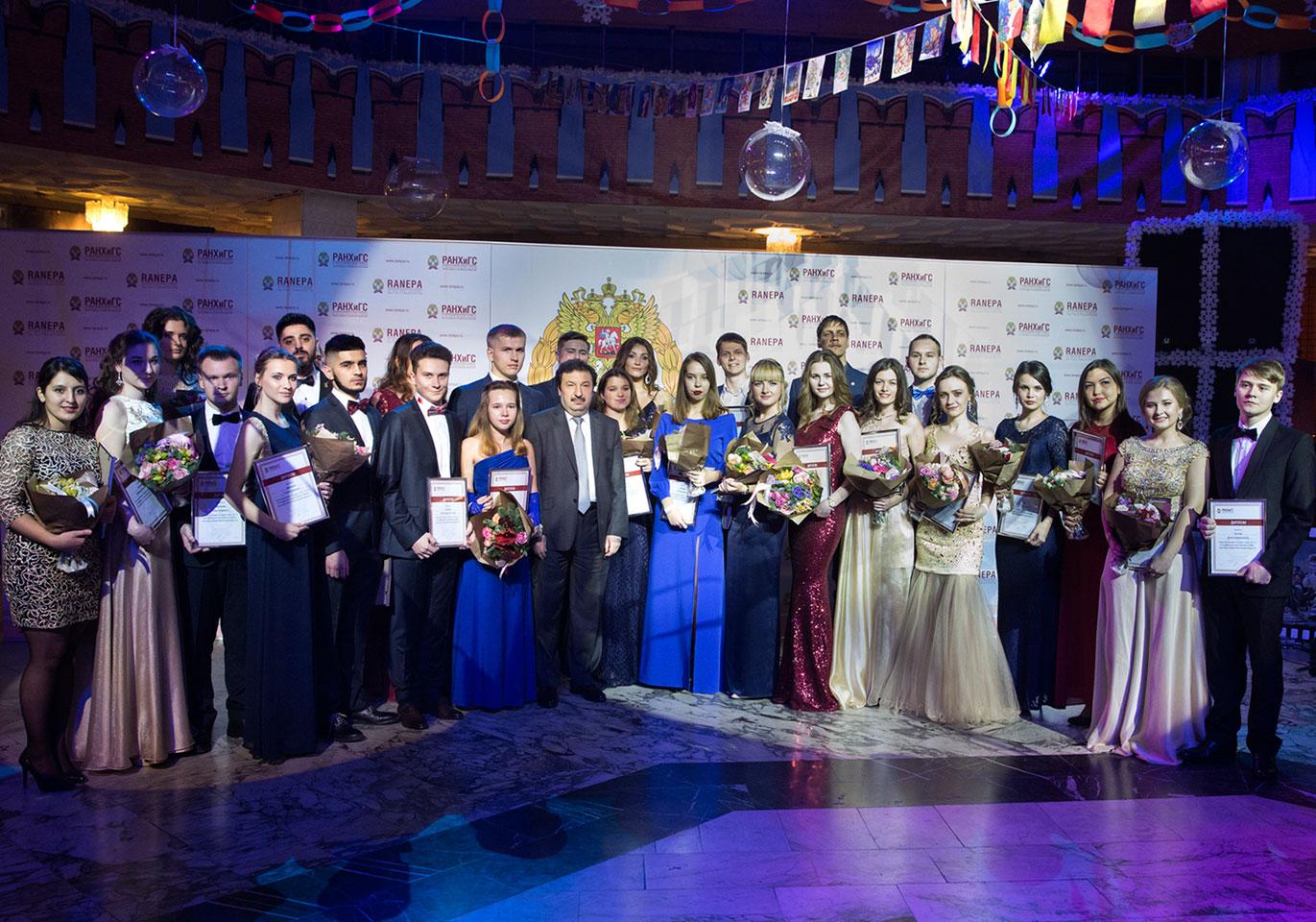 В президентской академии выявили 30 лучших студентов – финалистов премии «Студент года». Всего в список вошли 10 учащихся Московского кампуса и 20 из филиалов Академии